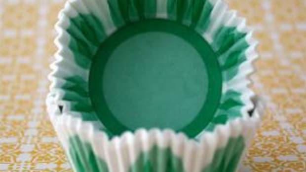 green-flower-cupcake-liner
