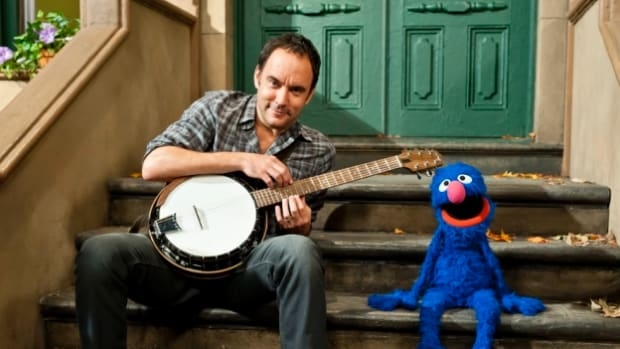 Grover and Dave Matthews Sing About Their Feelings