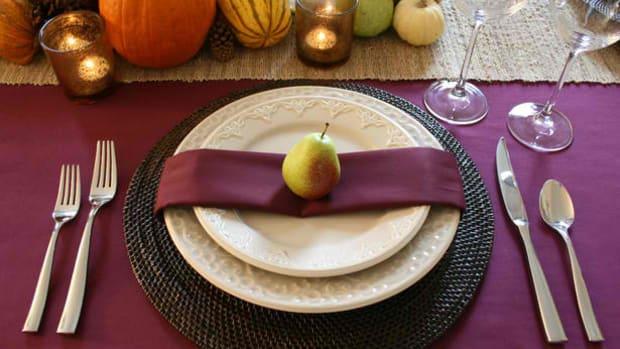 Pear Thanksgiving Setting