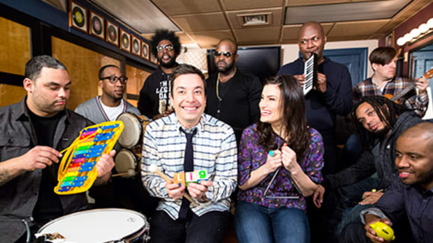 "Jimmy Fallon & The Roots and Indina Menzel Sing ""Let it Go"""
