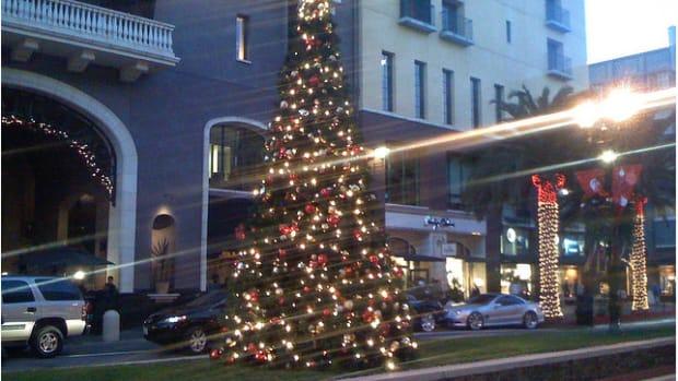 Christmas tree in the evening on Santana Row, holiday lights
