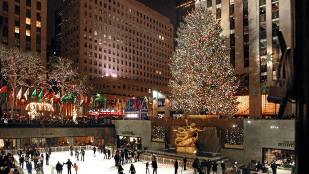 Americas-Best-Tree-Lighting-Ceremonies-9cde338b43a34b8a89673d0149108c33