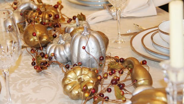 Thanksgiving-painted-gourd-Centerpiece
