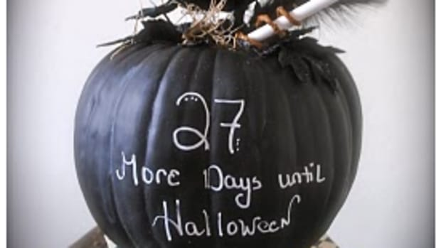 A great idea for decorating pumpkins - chalkboard paint!