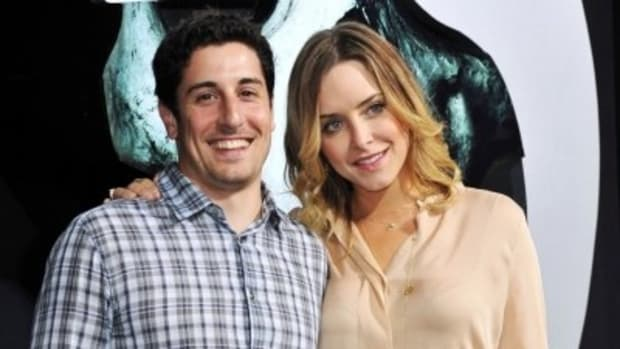 Jason Biggs And Jenny Mollen Document Baby's Birth Via Instagram #JasonBiggs #BabyBiggs #CelebrityBabies