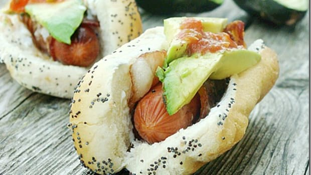 8 Hot Dog Recipes to Pep Up Your Pup! www.TodaysMama.com #hotdogs #dinner