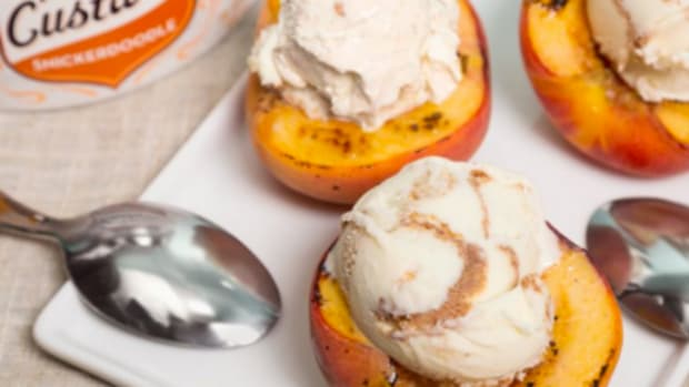 Snickerdoodle Frozen Custard Peach Bowls