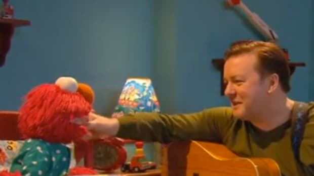 elmo and ricky gervais sing a lullaby