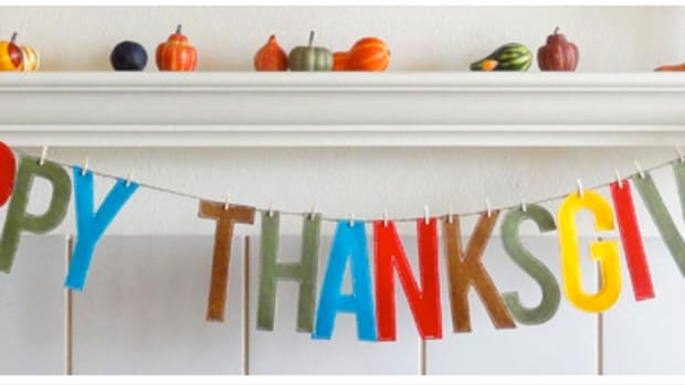 DIY Felt Thanksgiving Garland with clothes pins