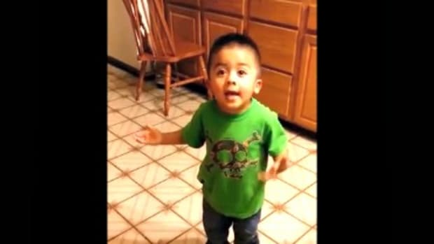 """Listen, Linda!"" Toddler Gives Persuasive Argument In Pursuit Of A Cupcake www.TodaysMama.com"