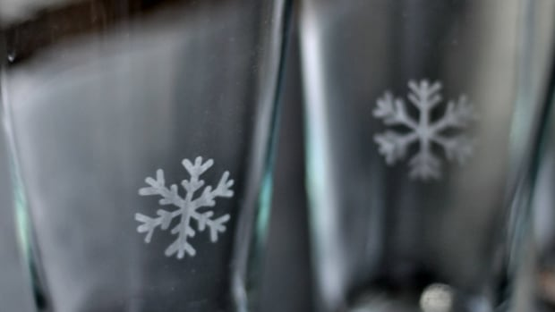 DIY Etched Glasses Close Up - TodaysMama.com