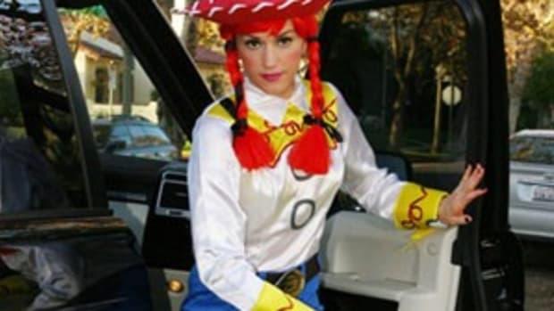 Gwen-Stefani-halloween-costumes-090110-mdn