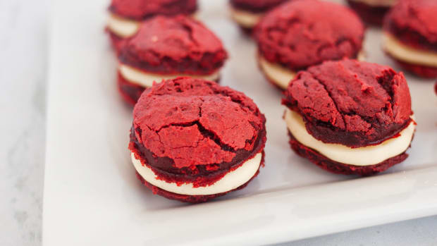 Cake Mix Cookies with Cream Cheese Red Velvet Whoopie Pies-3