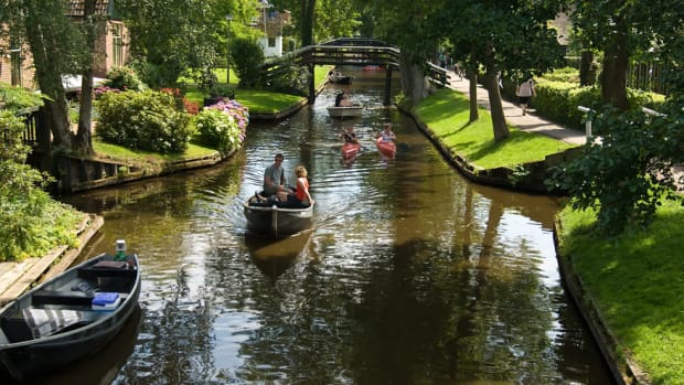 Traveling by boat in Giethoorn