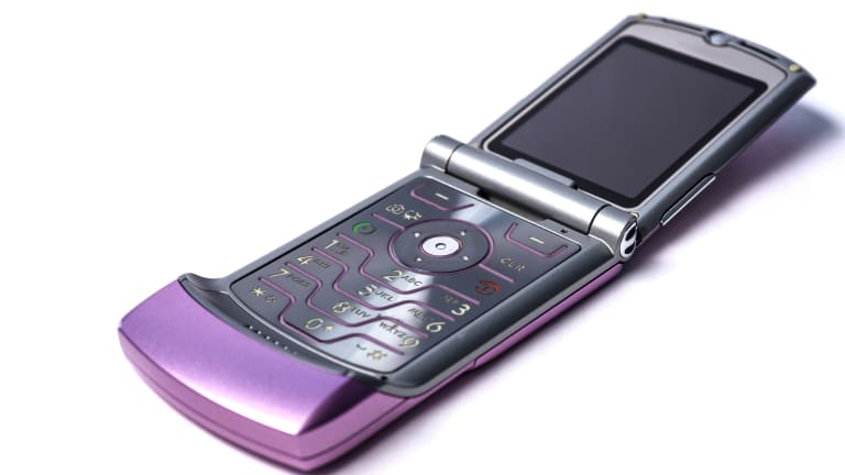 Things You Need to Know This Week: Are Dumb Phones The New Black?