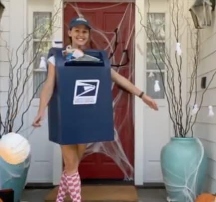 Jennifer Garner Mailbox Halloween Costume