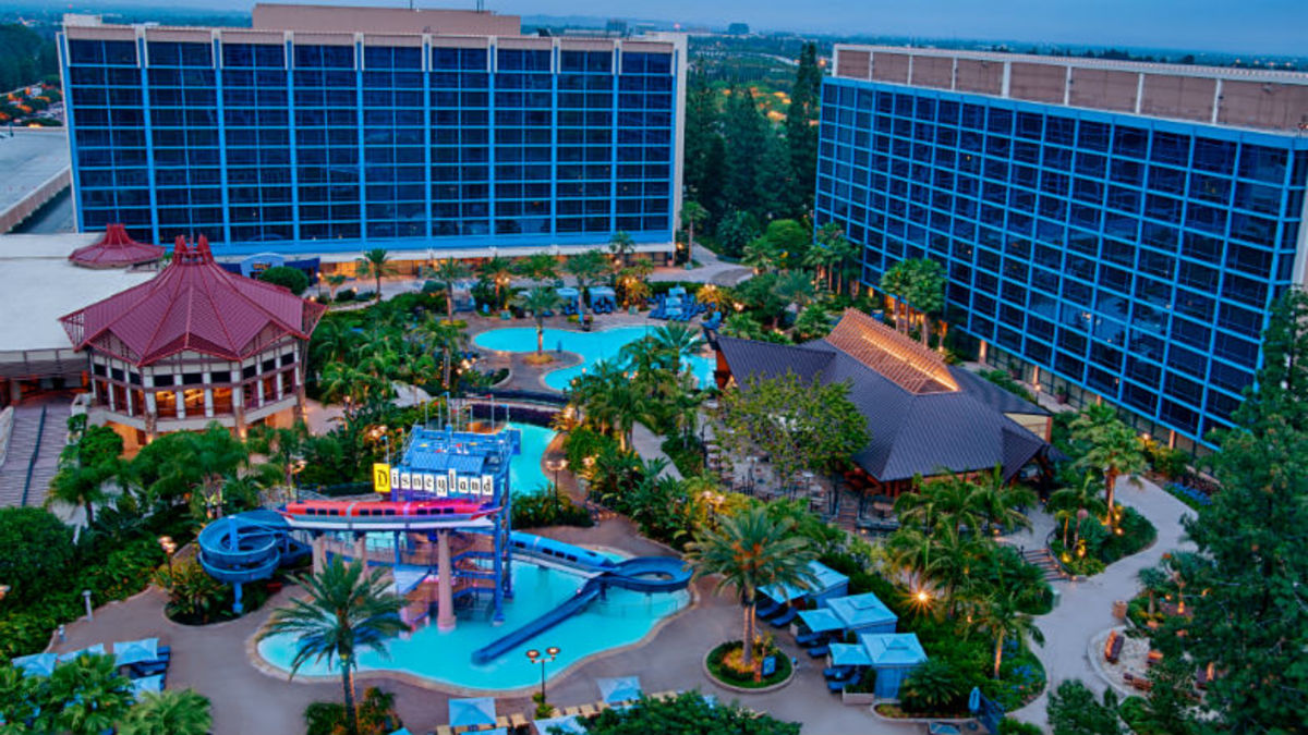 Where-to-Stay-for-Your-Disneyland-Anaheim-Getaway--d1dd9c2b5fa44b009cbc2b07c92de2bf
