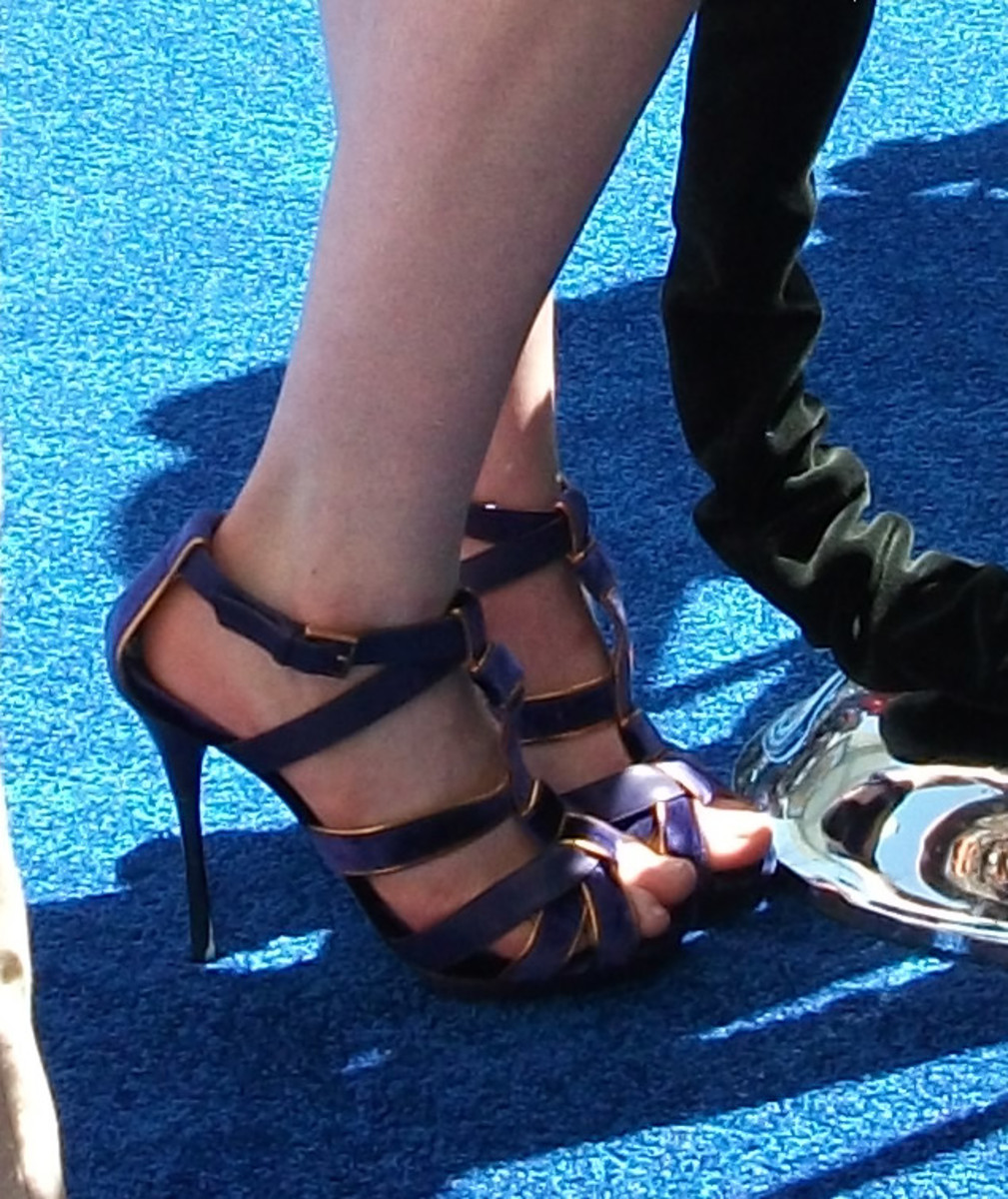 anne hathway shoes