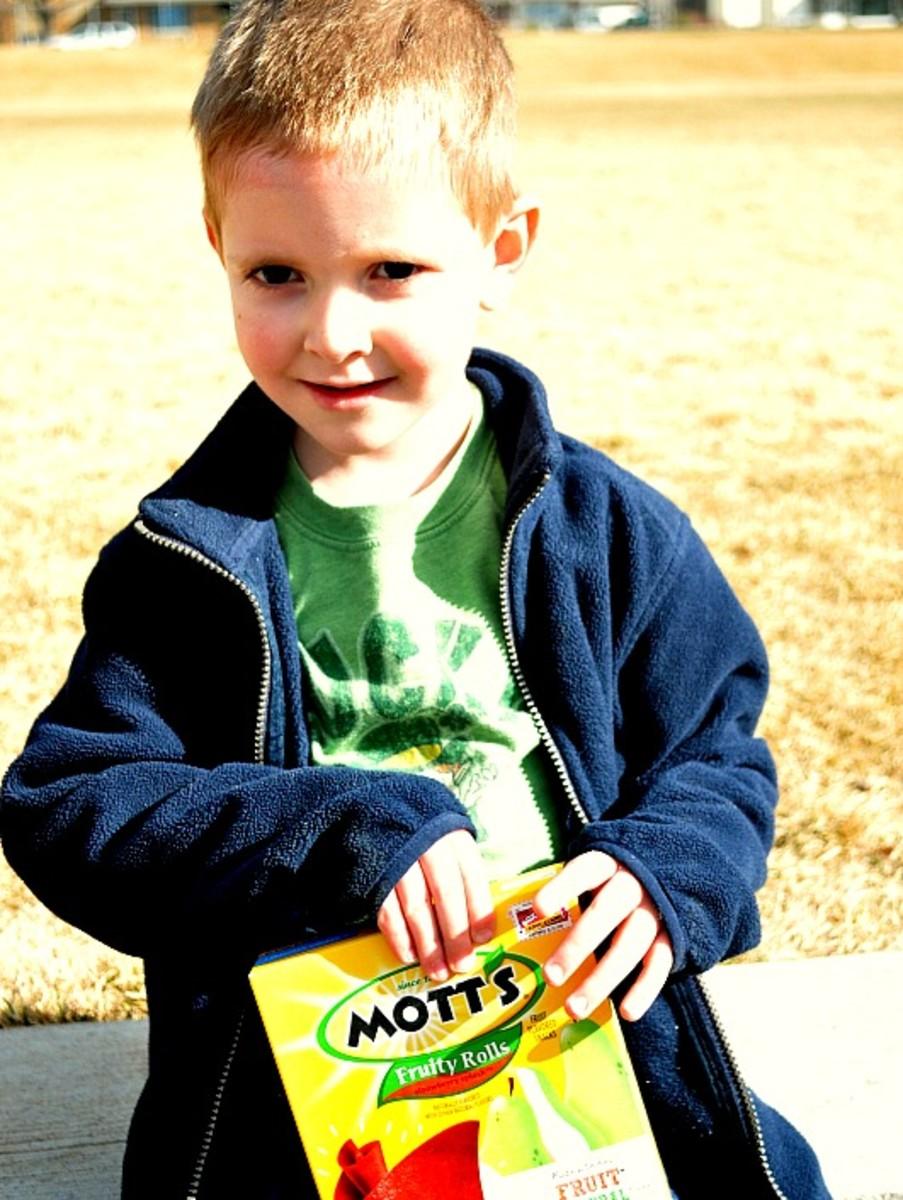 Remembering snacks on our playdates make me a winner mom! Thanks, Mott's Fruity Rolls