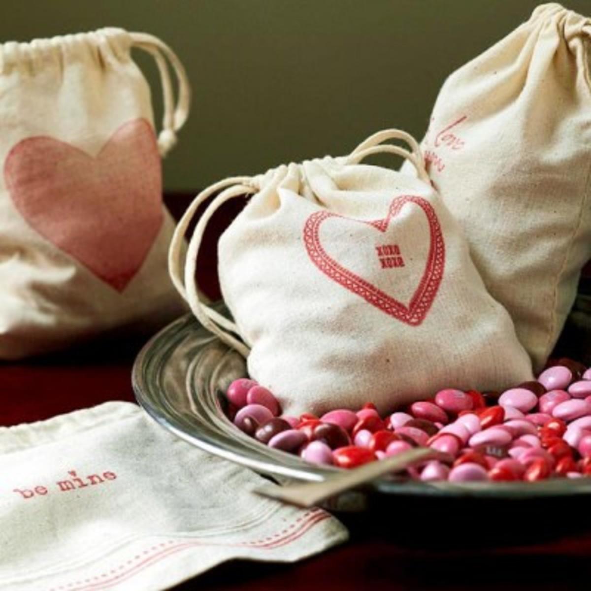 Valentine-Craft-Stamped-Muslin-Bags-400x400