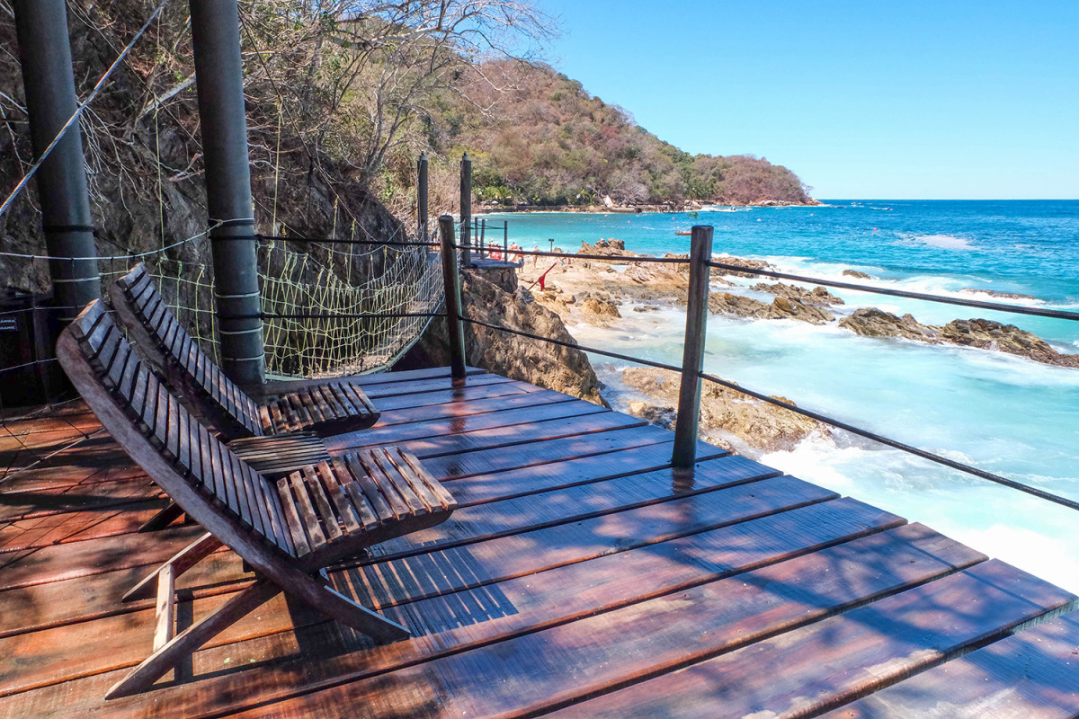 Adults only deck at Las Caletas (Photo: Michelle Rae Uy)
