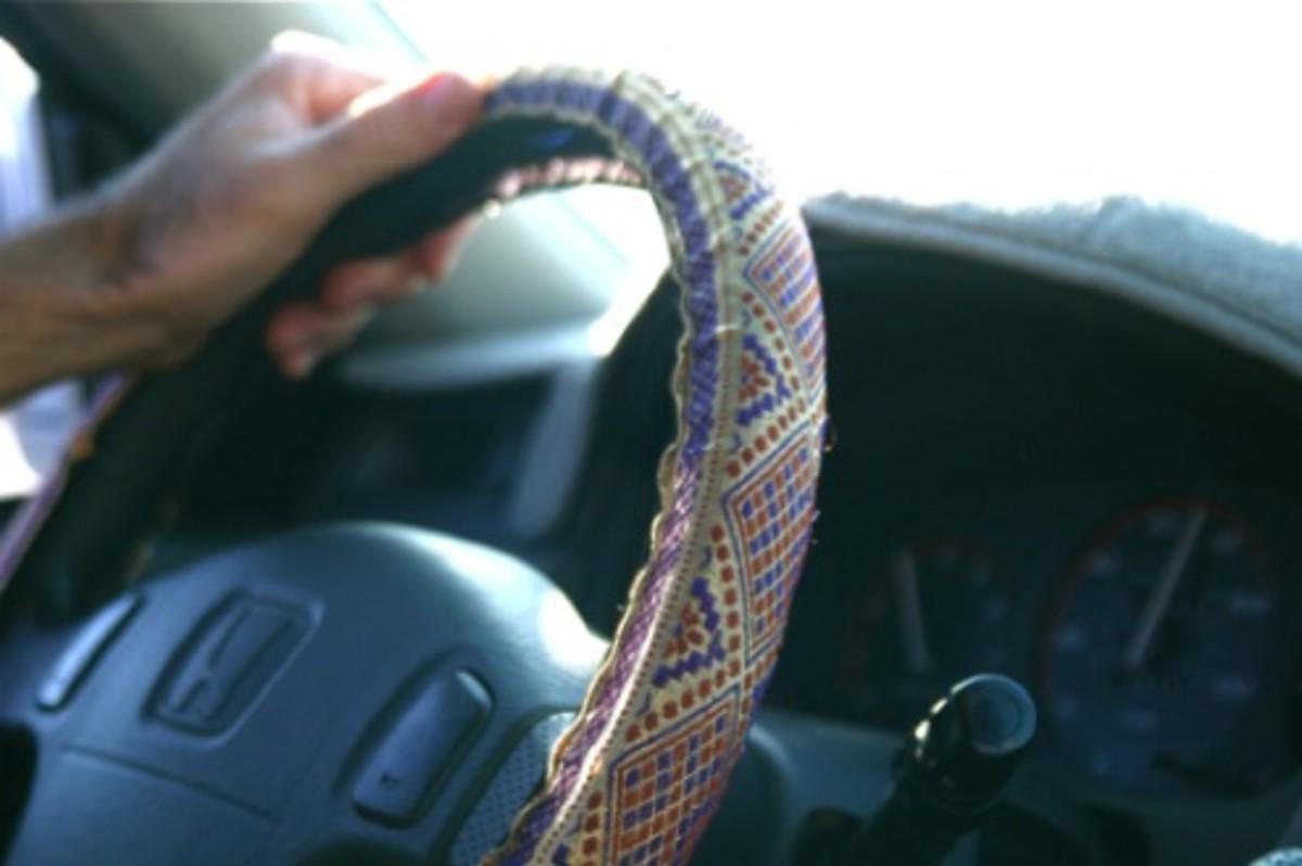 handmade holiday gifts_steering wheel cozy