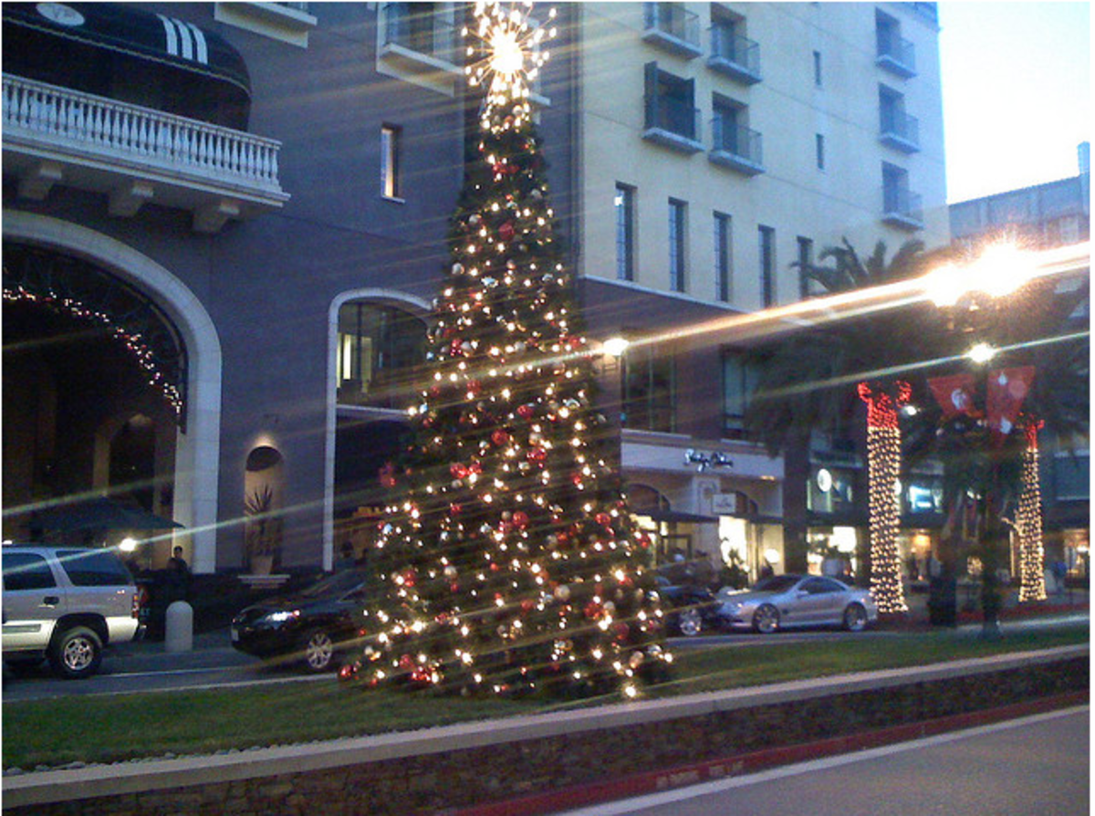 Christmas tree in the evening on Santana Row, holiday lights