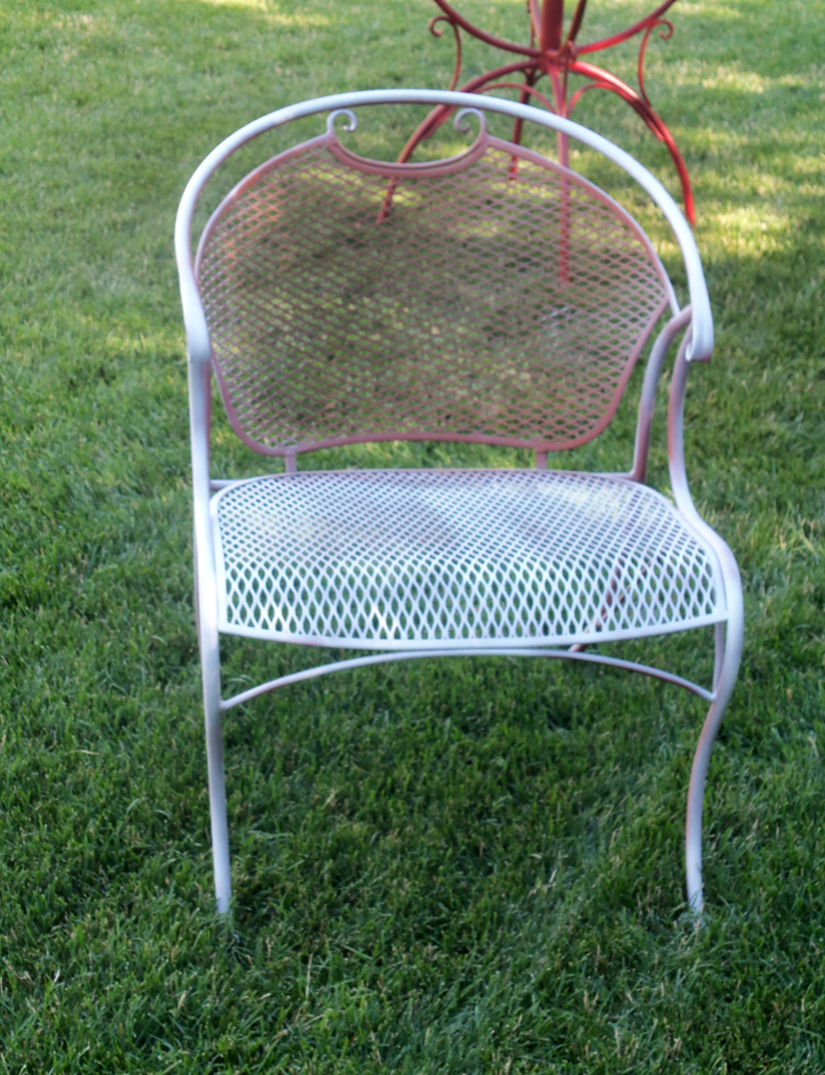 spray paint primer on wrought iron furniture