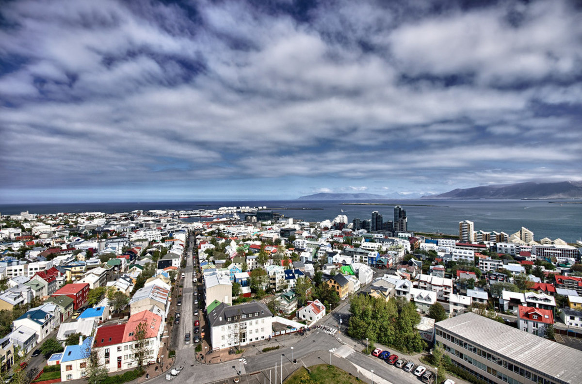 Reykjavik from the top of the Hallgrimskirkja Church (Flickr: Daniel ............)