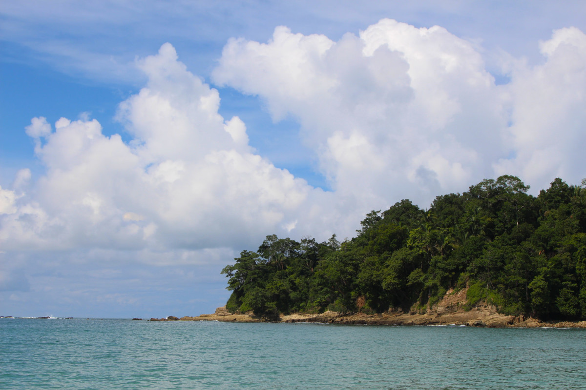 Playa Manuel Antonio at Manuel Antonio National Park (Flickr: Roy Luck)