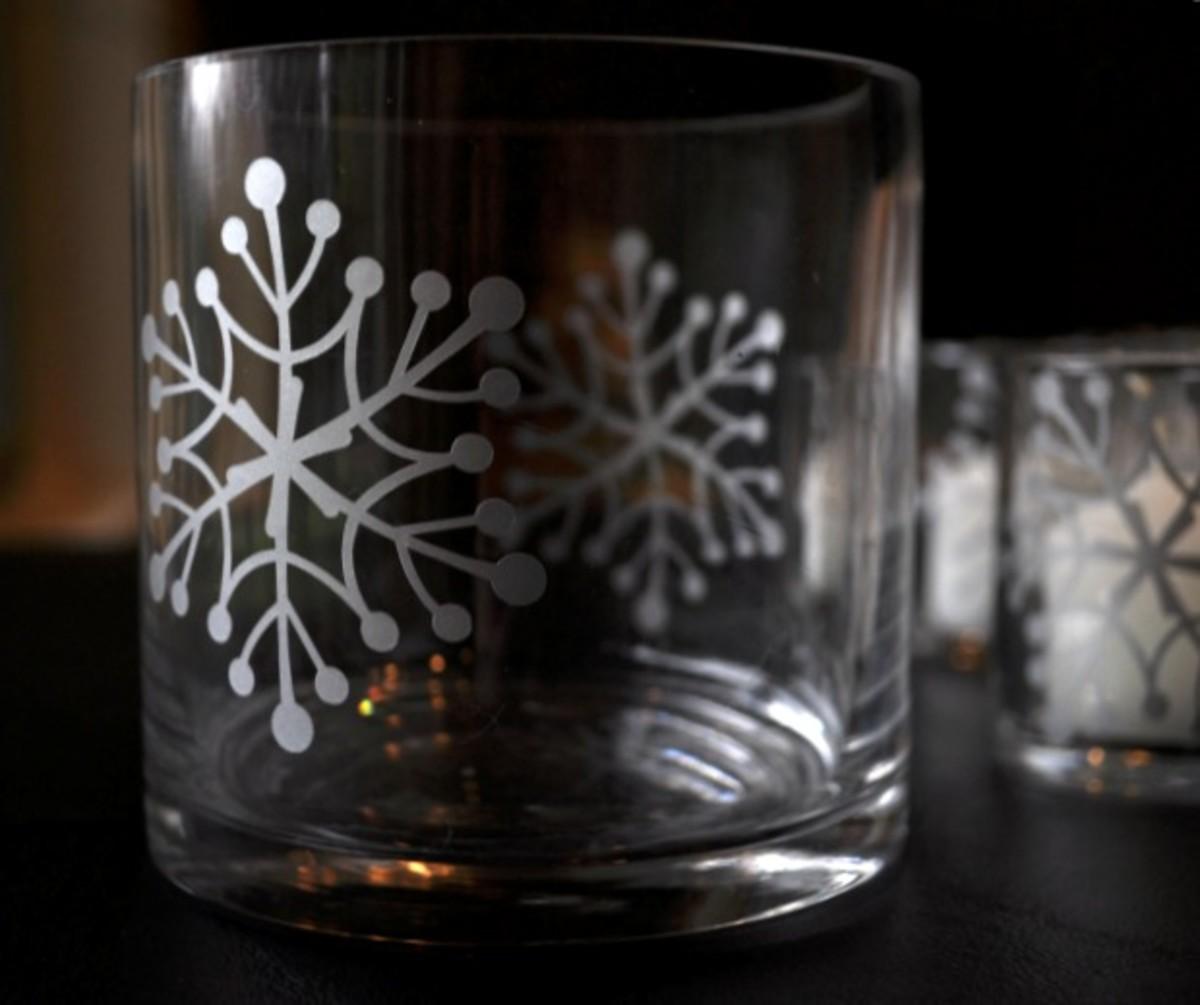Snowflake on 4-inch cylinder vase - TodaysMama.com