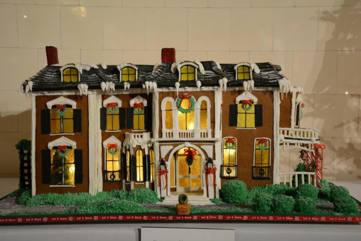 Americas-Coolest-Gingerbread-Houses-e04c6796c52541609a402bf02be47849