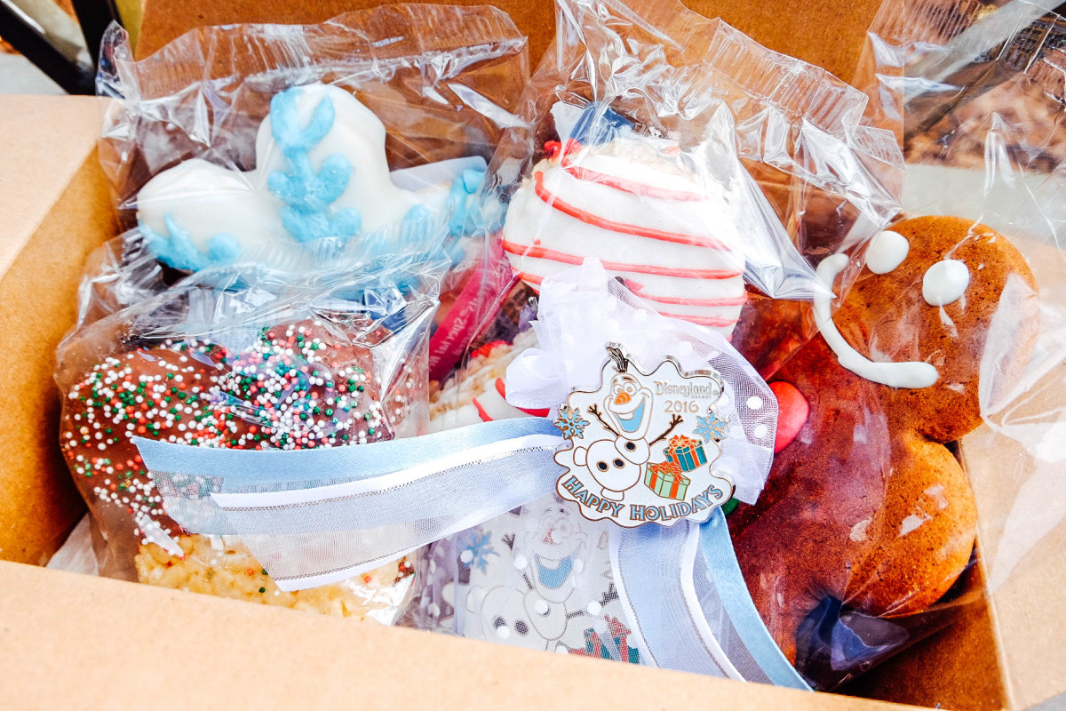 Holiday treats at Disneyland (Photo: Michelle Rae Uy)