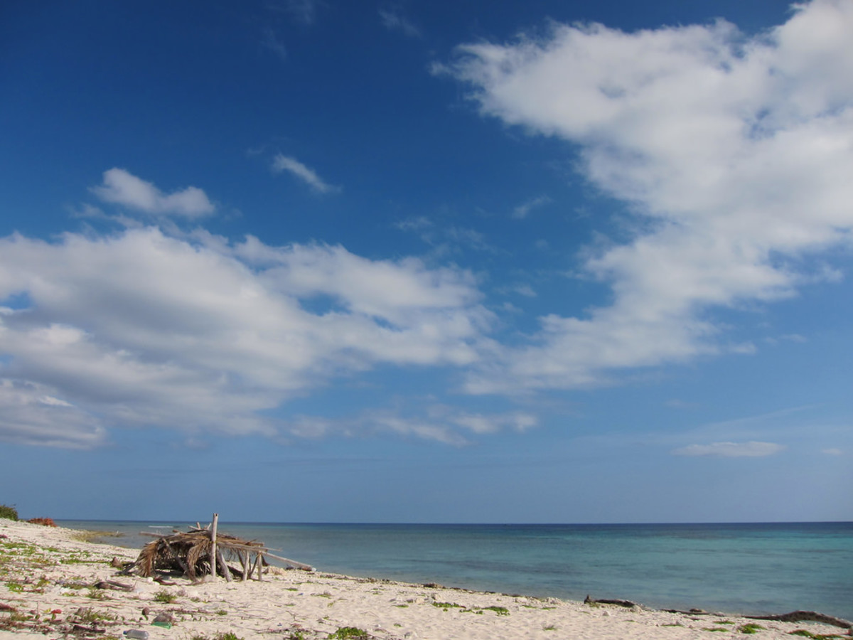 Beach on Cayman Brac (Flickr: Lee Shoal)