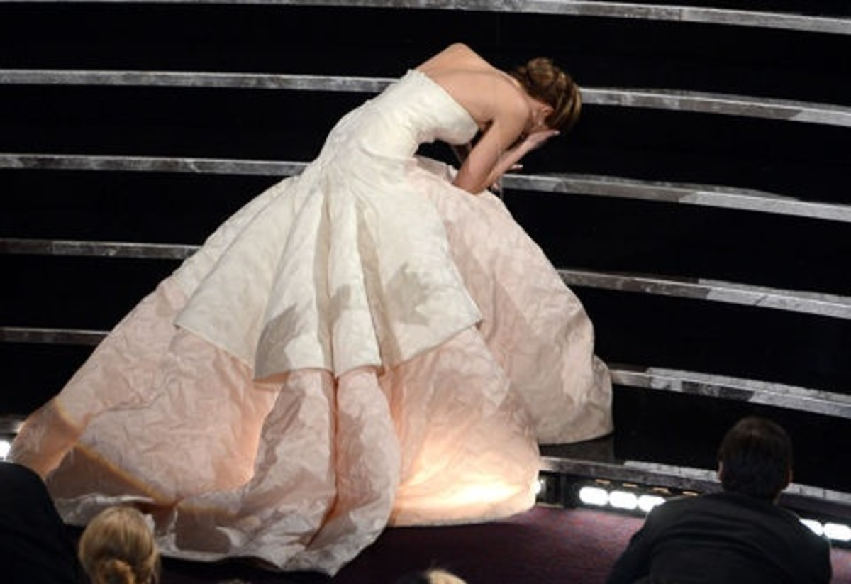 Jennifer Lawrence Falls on Stairs