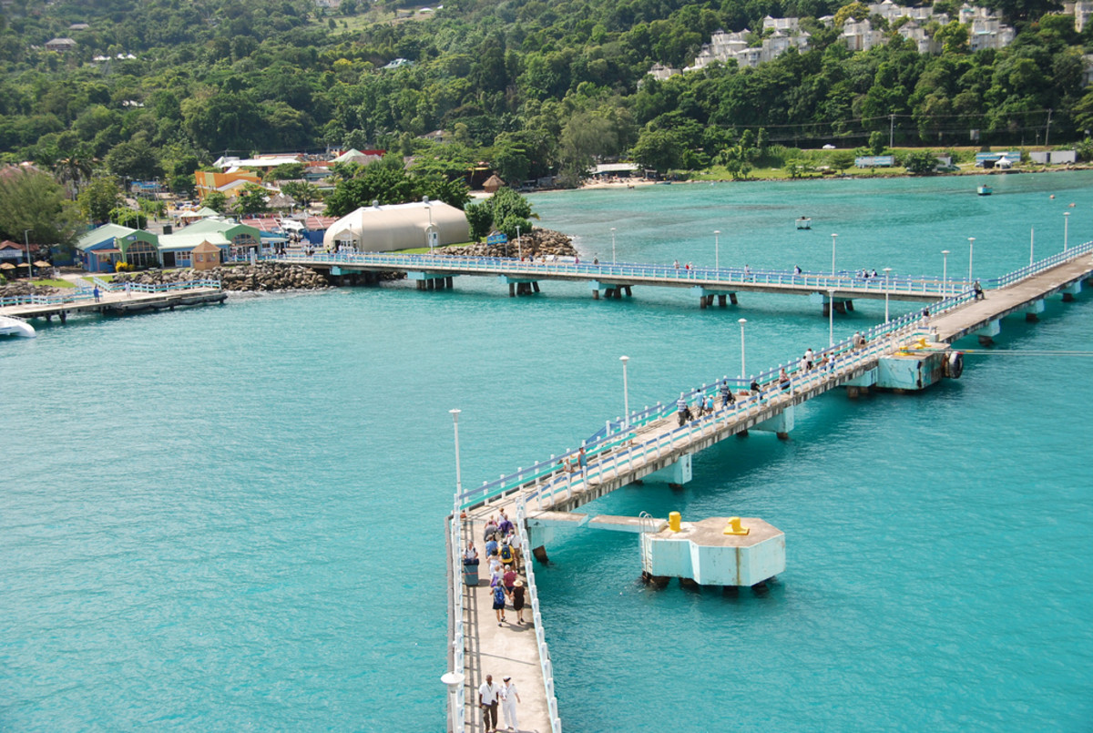 Harbor in Ocho Rios, Jamaica (Flickr: Joe Ross)