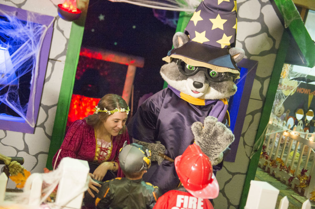 Celebrate Howl-O-Ween at the Great Wolf Lodge. (Courtesy Great Wolf Lodge Garden Grove)