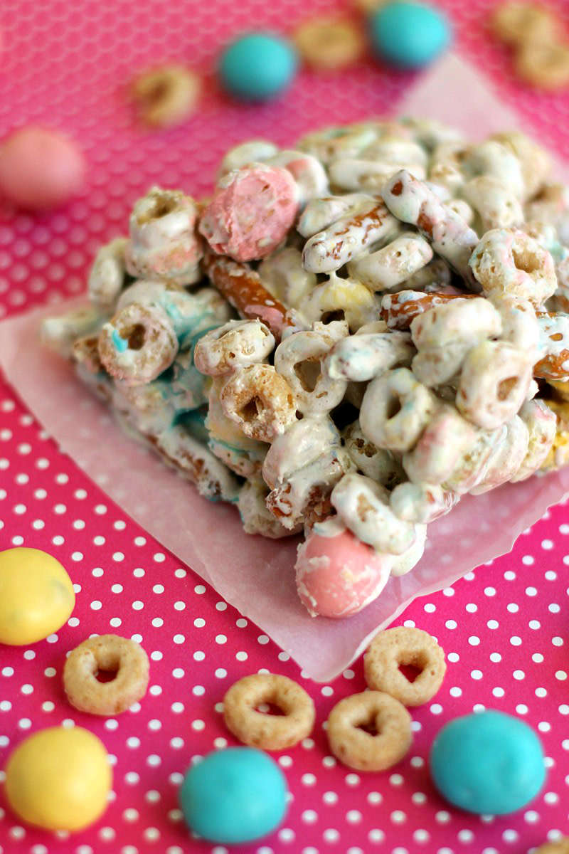 Easy Pretzel Cereal Bars PLUS More No Bake Dessert Ideas! www.TodaysMama.com #dessert #cereal #Easter