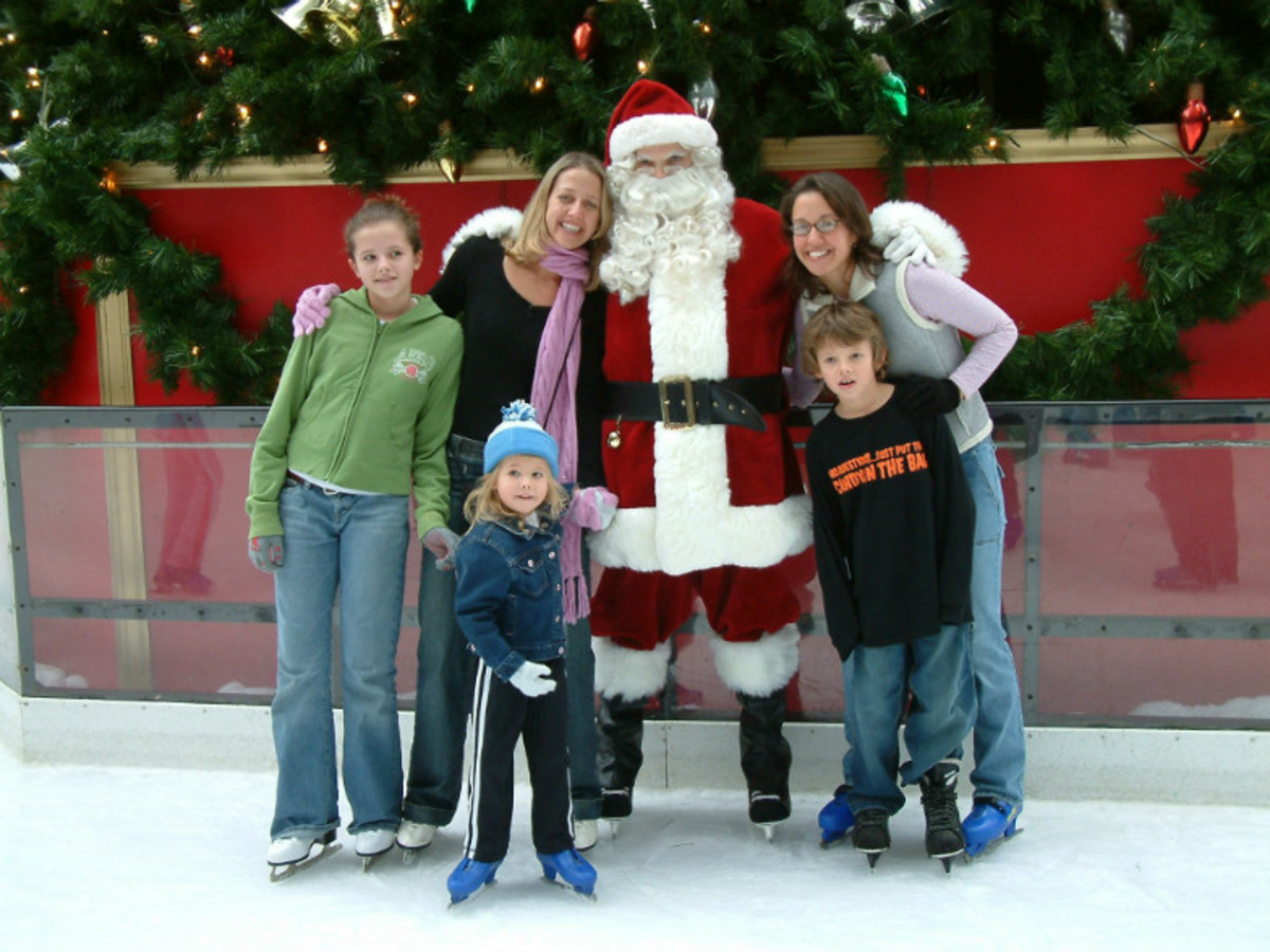 Americas-Strangest-Santa-Sightings-8b4ee80b156d465884efb851839e5187