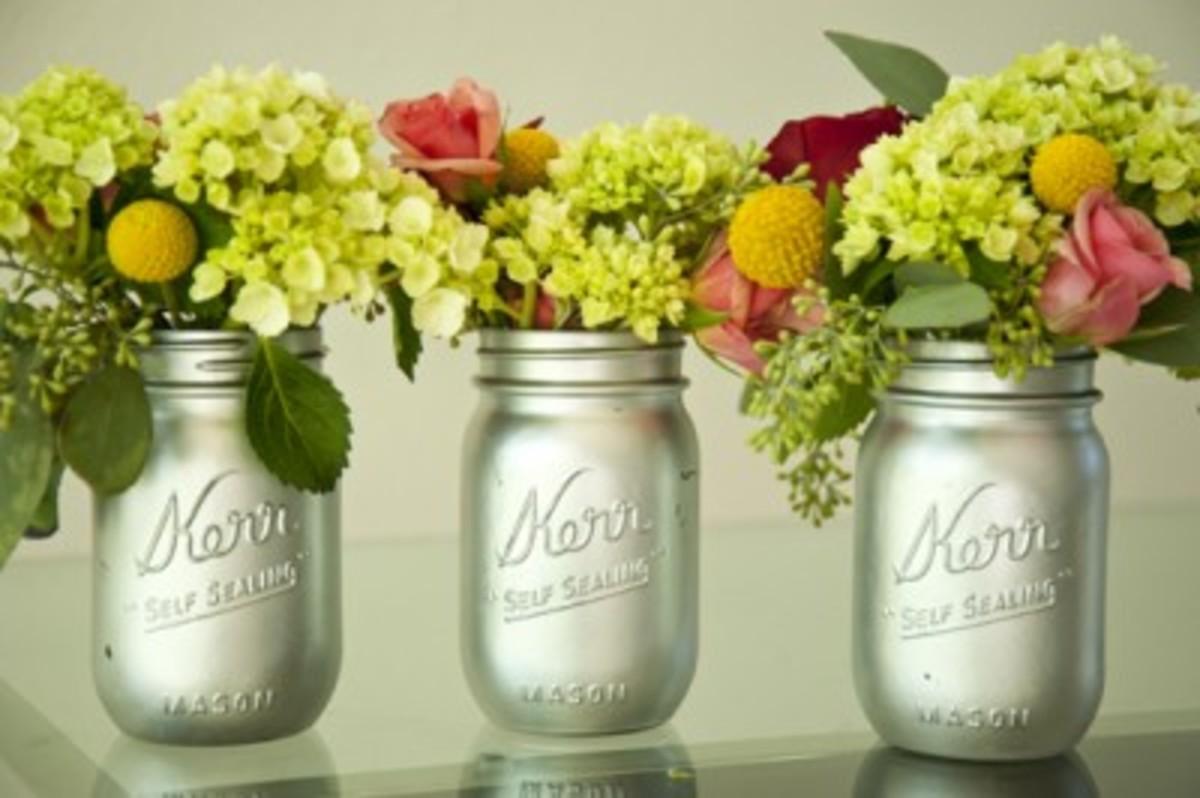 silver-painted-mason-jar-vases-400x266