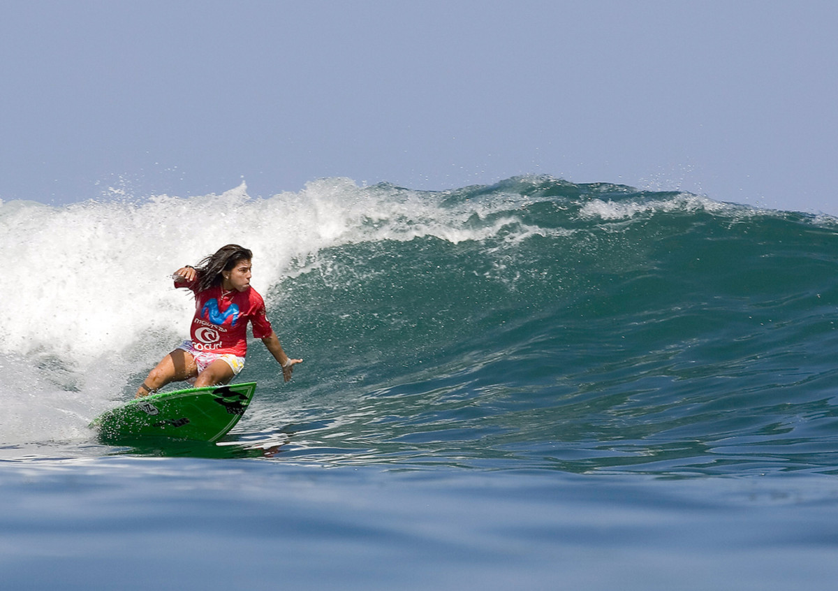 Sofia Mulanovich surfing in Peru (Flickr: surfglassy)