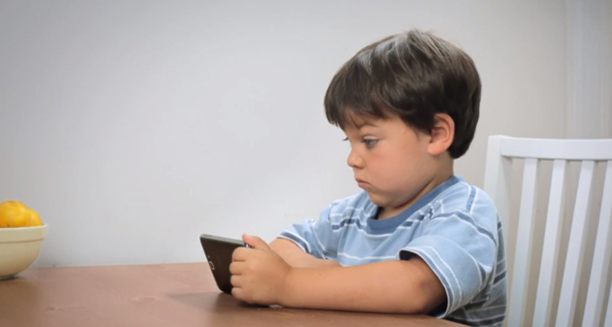 Can We Stop Judging Each Other When Our Tots Play With Tablets? www.TodaysMama.com