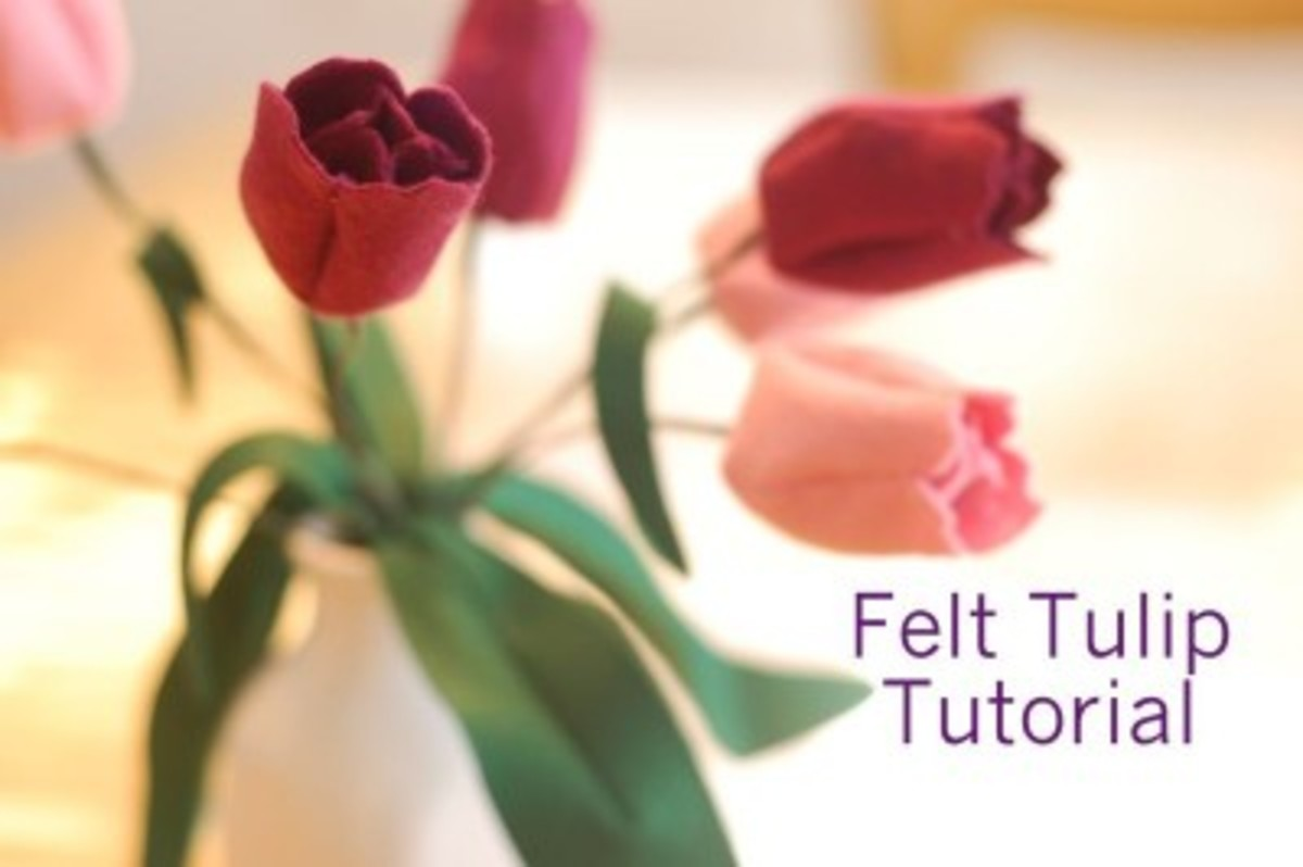 Felt-Tulip-Tutorial-from-While-She-Naps-400x266