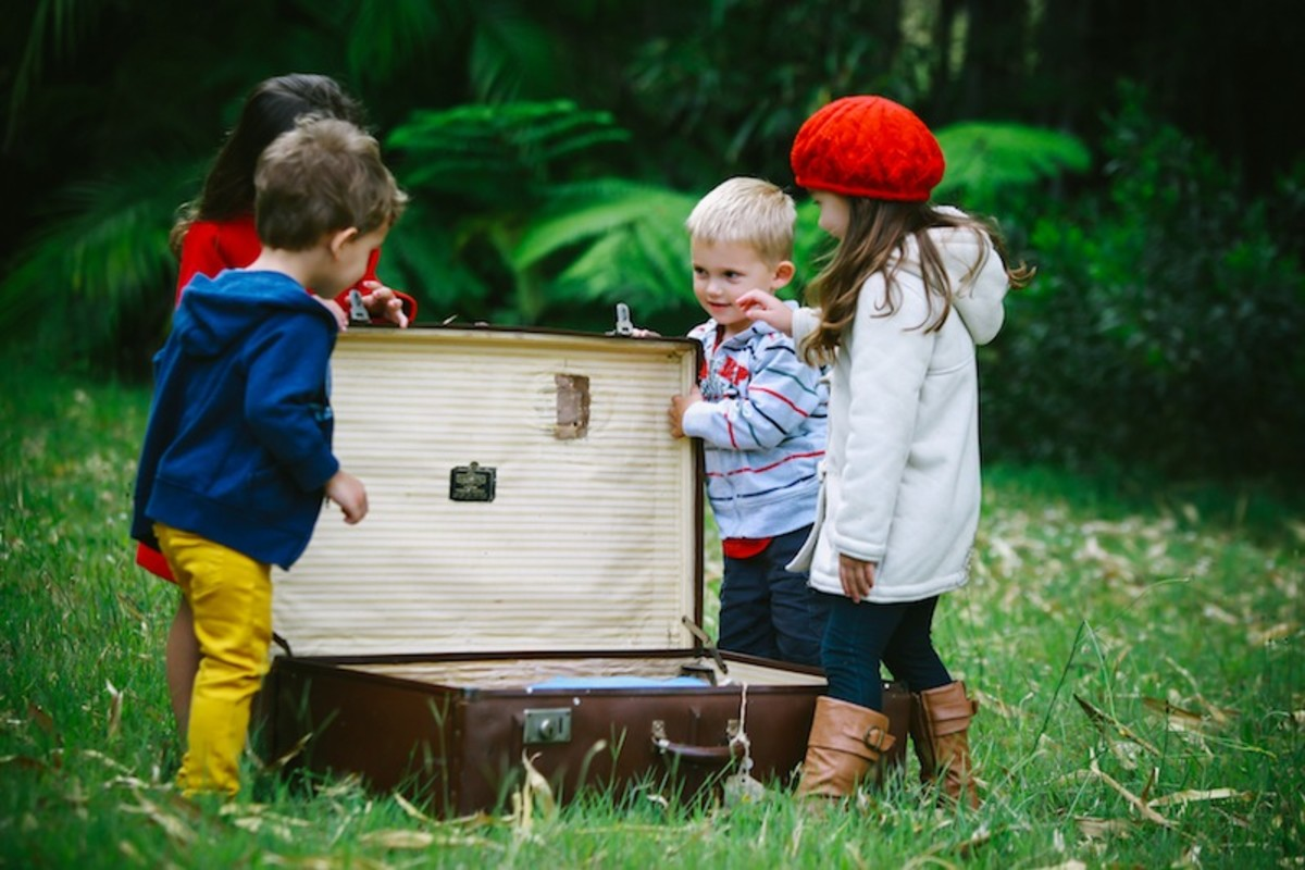 Packing-Tips-for-Family-Travel-Abroad-995ad70f29f04ad388e65123e80f9434