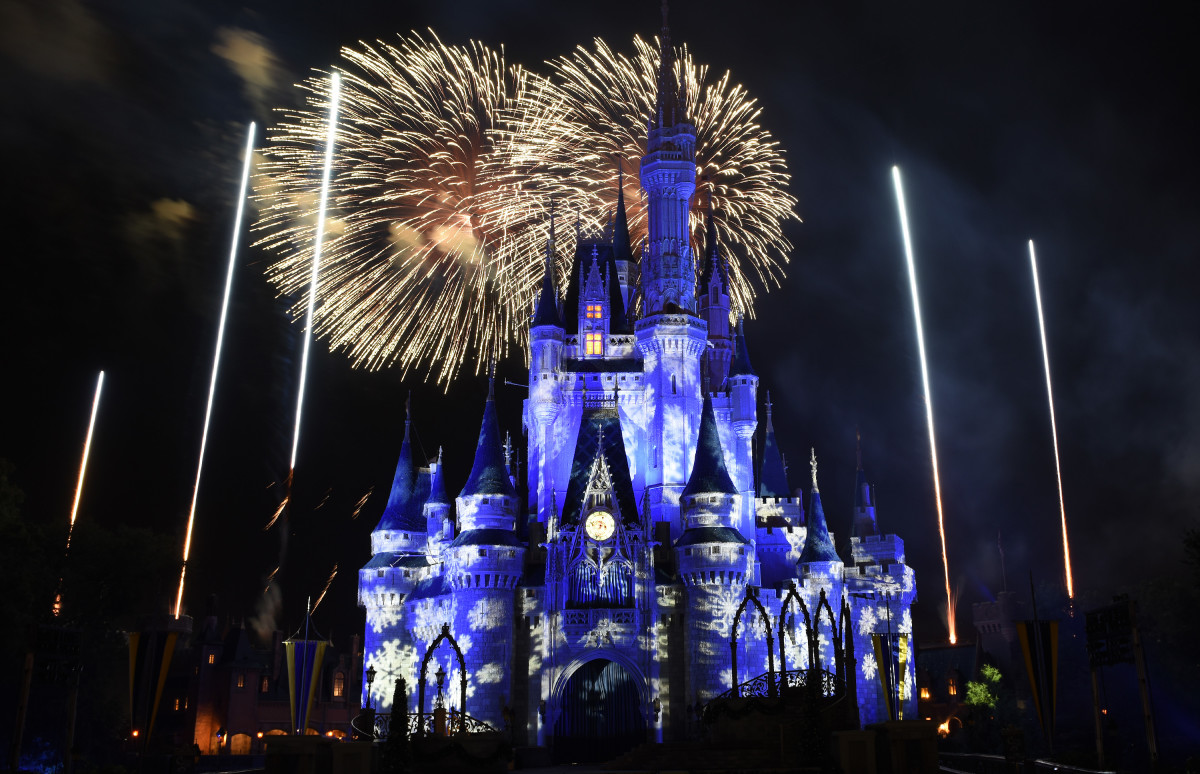 Mickey's Very Merry Christmas Party! www.TodaysMama.com