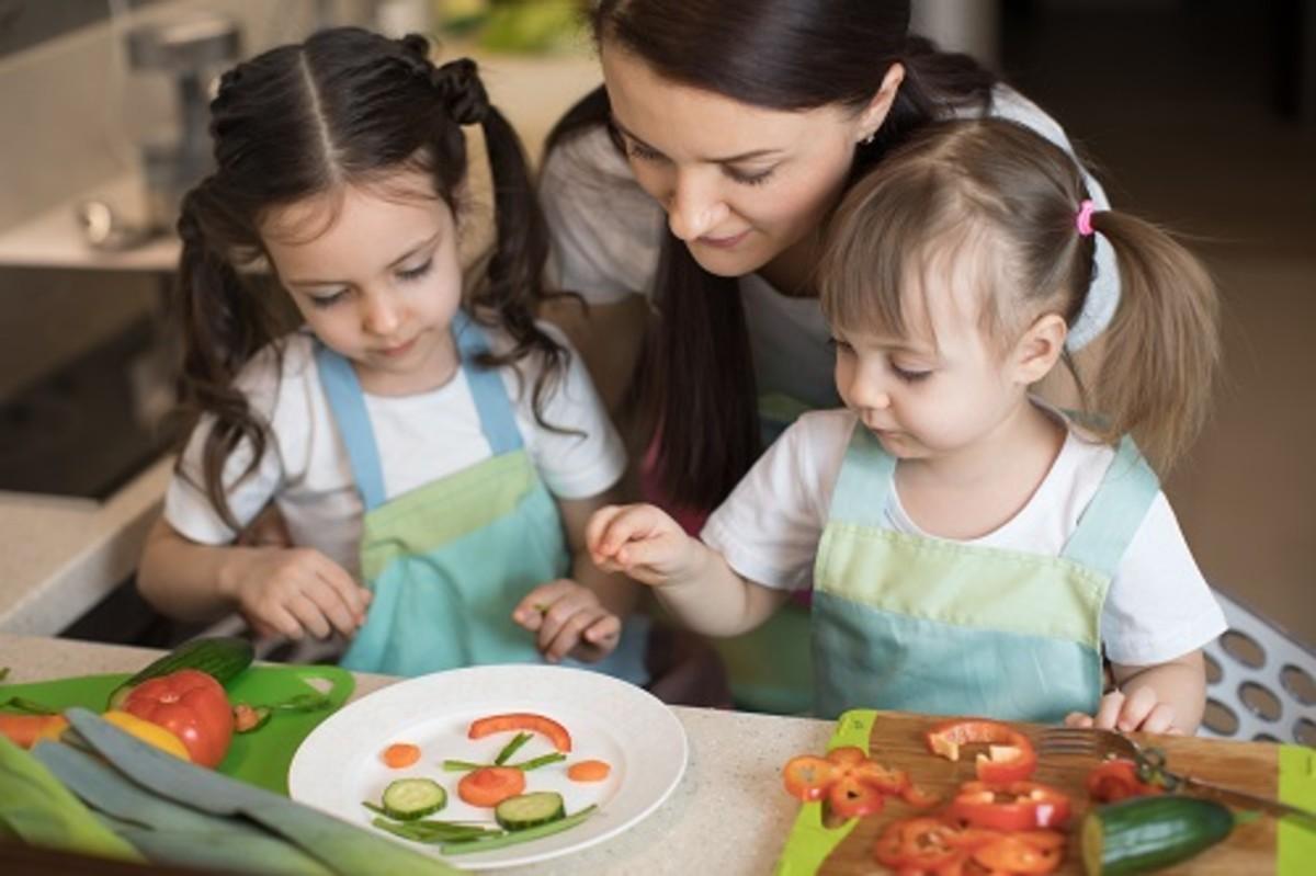 kids helping make dinner