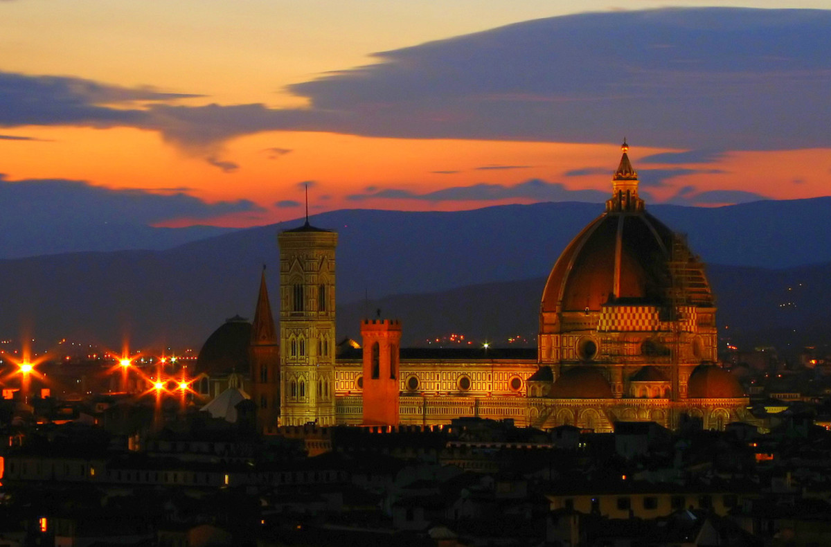 Duomo at night from Piazzale Michelangelo. (Flickr: runner310)