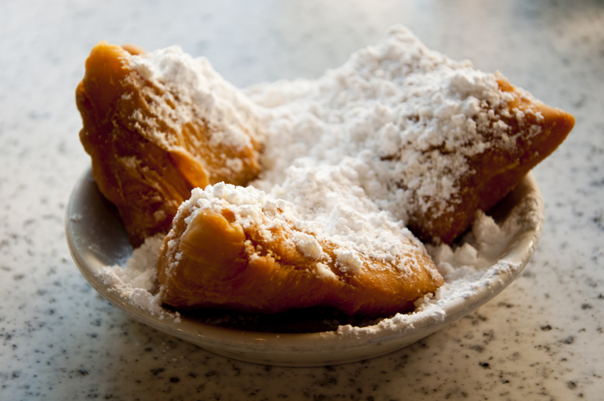 Beignets at Café du Monde (Flickr: vxla)