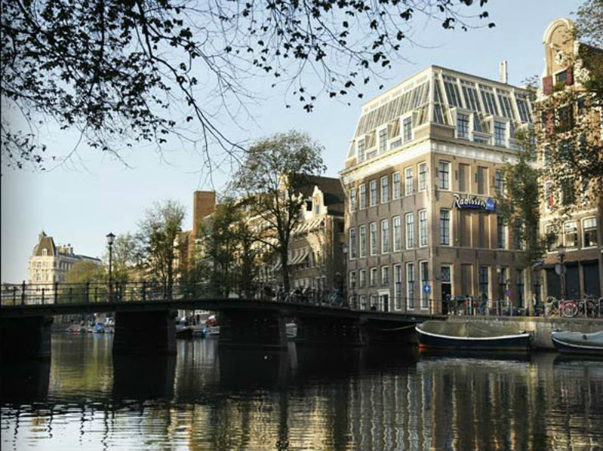 5-Affordable-Amsterdam-Hotels--eb9b195cf2874452908bb11bcf2e483b