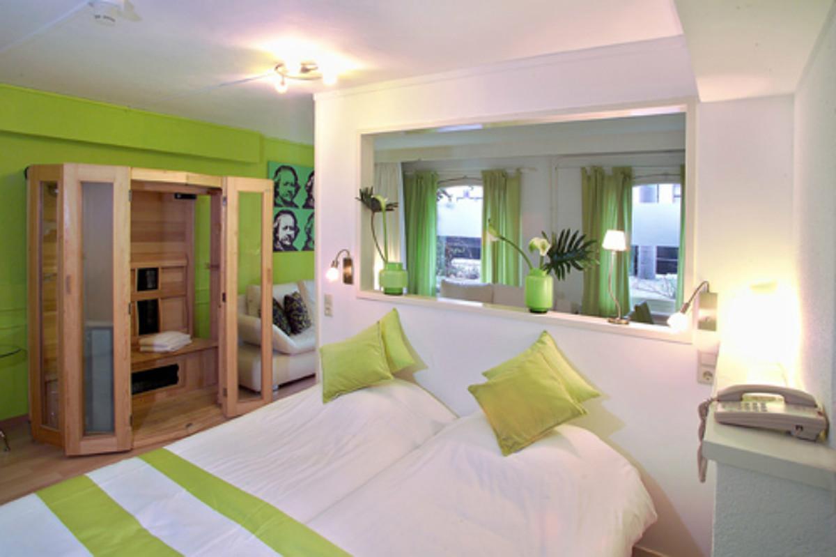 5-Affordable-Amsterdam-Hotels--846febe8950b4b72ae02a6083c48d848